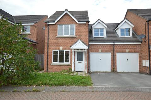 3 bedroom semi-detached house for sale - Marchant Way, Churwell, Leeds