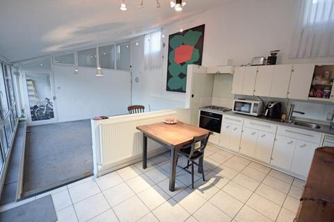 3 bedroom bungalow for sale - Bishopsfield, Harlow, Essex, CM18 6UJ