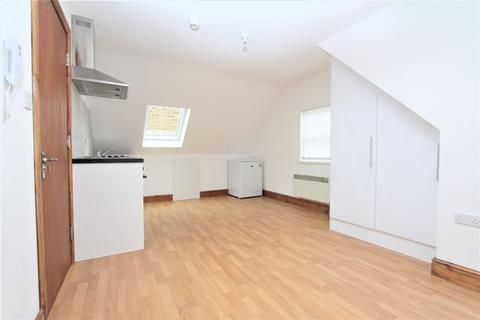 Property to rent - High Road, Wood Green N22