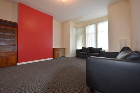 4 bedroom house to rent - Estcourt Avenue, Leeds