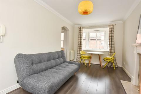 1 bedroom flat to rent - St Andrew Place, YO1
