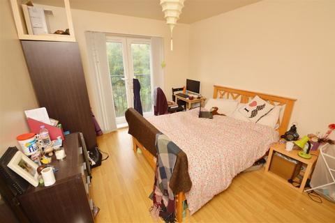 2 bedroom apartment to rent - Aura Court