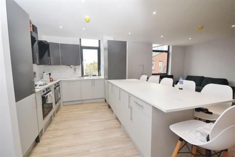 6 bedroom apartment to rent - Standish Road