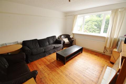 4 bedroom house to rent - Yew Tree Road