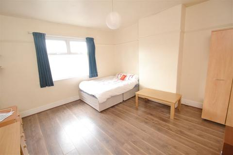 3 bedroom apartment to rent - Mauldeth Road West, Manchester