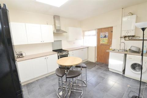 4 bedroom house to rent - Carill Drive