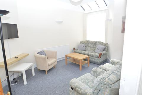 4 bedroom house to rent - Carill Drive, Manchester