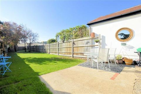 3 bedroom semi-detached house for sale - Ivy Chimneys Road, Epping