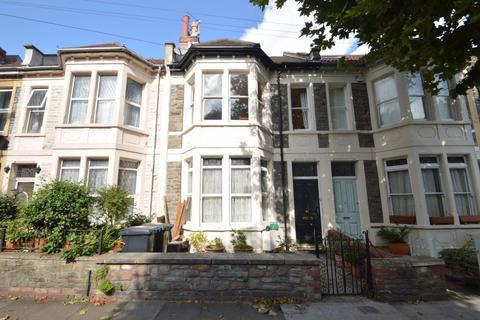 2 bedroom flat to rent - Sefton Park Road, St Andrews