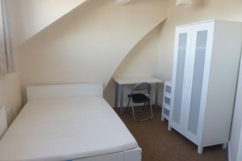 3 bedroom house share to rent - 98 Club Garden Road  - VIRTUAL VIEWING AVAILABLE