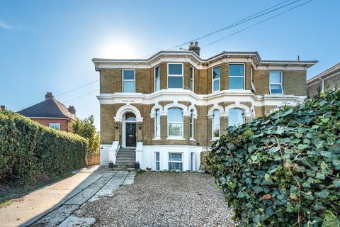 6 bedroom semi-detached house for sale - Queens Road, Ryde