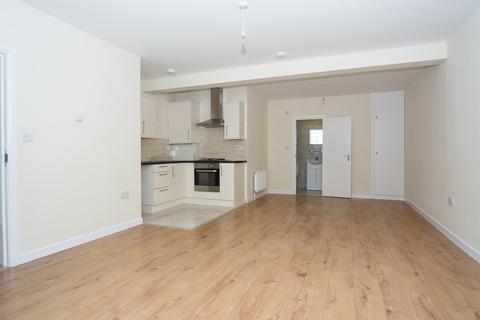 Studio to rent - Burleigh Gardens, Southgate, N14