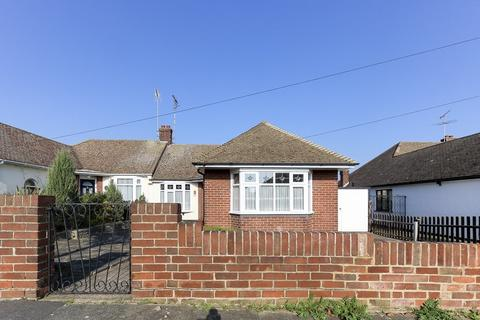2 bedroom semi-detached bungalow for sale - Wick Estate, Petworth Gardens, Southend-on-Sea