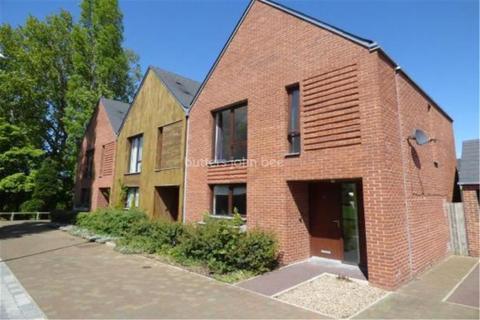 3 bedroom detached house to rent - Princess Square, Ketley