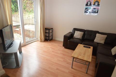 6 bedroom flat to rent - Coronation Road, Selly Oak