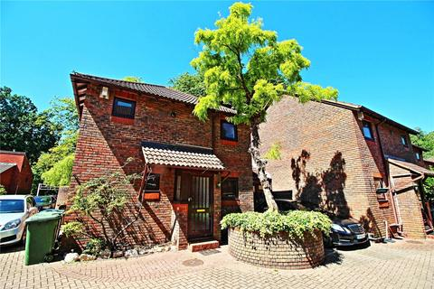 3 bedroom link detached house to rent - All Saints Mews, Harrow, Greater London, HA3