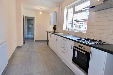 3 bedroom terraced house to rent - Buller Road, Leicester LE4 5GA