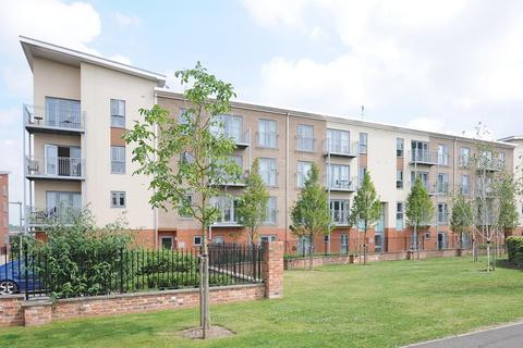 3 bedroom apartment to rent - Ashdown House, Battle Square, Reading, RG30
