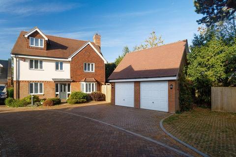 5 bedroom detached house for sale - Saltwood