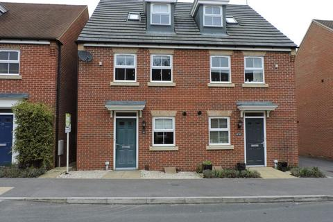 3 bedroom semi-detached house to rent - Chilworth Way, Hook