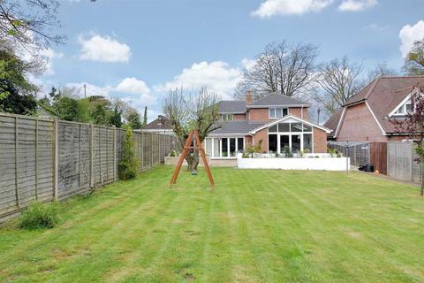4 bedroom detached house for sale - Stunning Architect Designed Home in Oakley