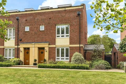 4 bedroom semi-detached house for sale - Fraser Gardens, Winchester, Hampshire, SO22