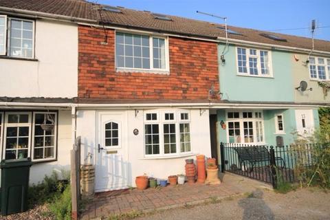 3 bedroom terraced house to rent - Station Row, Teynham