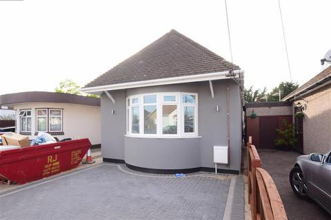 2 bedroom detached bungalow for sale - Stanley Road North, Rainham, Essex