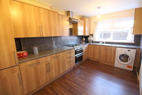 3 bedroom townhouse to rent - Ambleside Close, Homerton, E9