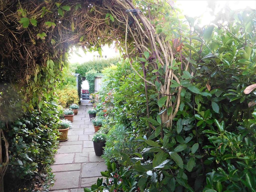 Arch to secret garden
