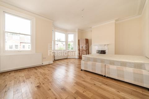 4 bedroom terraced house to rent - Gleneagle Road, Streatham