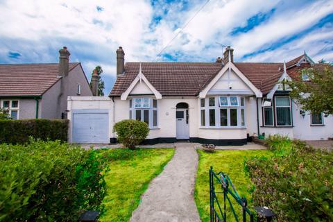 2 bedroom bungalow to rent - Levett Gardens, Ilford, IG3