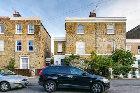 4 bedroom semi-detached house to rent - Buckingham Road, London