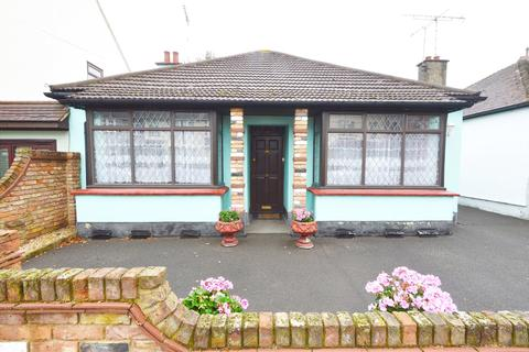 2 bedroom detached bungalow for sale - The Grove, Southend-on-Sea, Essex, SS2