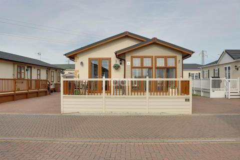 2 bedroom bungalow for sale - Wickford