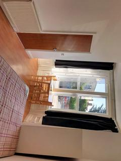 Studio to rent - Boscombe Spa Road, Bournemouth