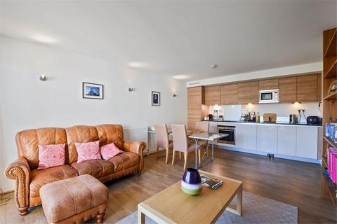 2 bedroom flat to rent - Metcalfe Court, John Harrison Way, London