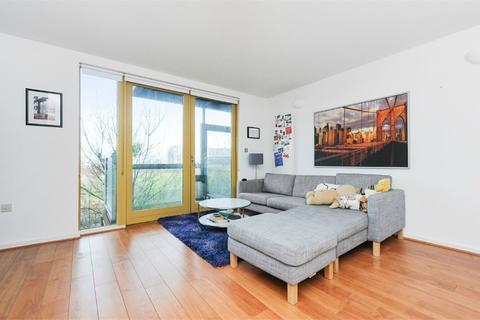 2 bedroom flat to rent - Farnsworth Court,, West Parkside, London