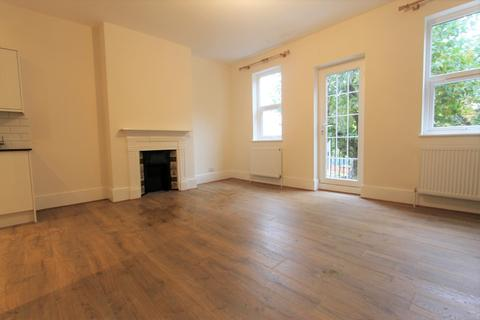 3 bedroom flat to rent - Victoria Road, London, N18