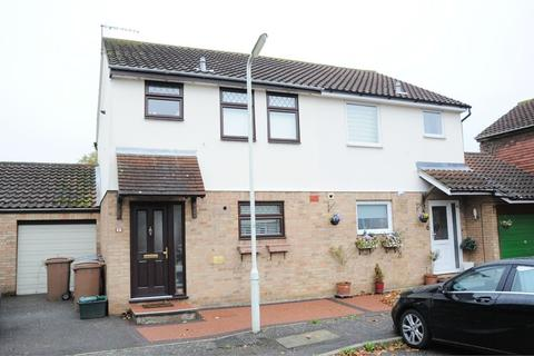3 bedroom semi-detached house to rent - Clarence Close, Chelmer Village, Chelmsford, Essex