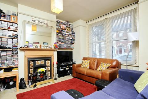 2 bedroom house to rent - Fairlight Road London SW17