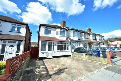 3 bedroom end of terrace house for sale - Rhyl Road, Perivale, UB6