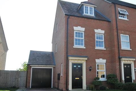 3 bedroom townhouse for sale - Charlotte Way, Peterborough