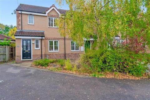 3 bedroom townhouse for sale - Sandstone Drive, Farnley, Leeds, West Yorkshire, LS12