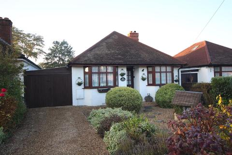 2 bedroom detached bungalow for sale - Woodwaye, Woodley, Reading
