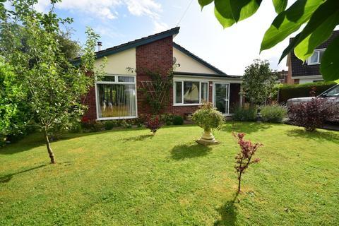 3 bedroom detached bungalow for sale - Bangor-on-Dee, Wrexham