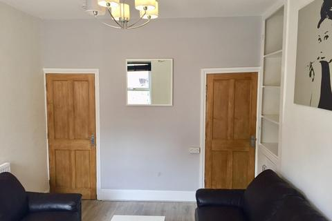 4 bedroom house share to rent - 11 Pinner Road