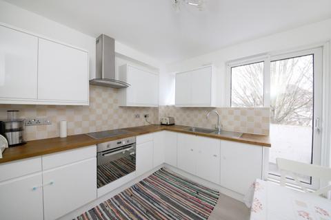 2 bedroom flat to rent - Greenbay Road Charlton SE7