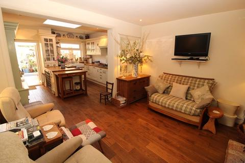 2 bedroom detached house for sale - Underwood Square, Leigh-On-Sea
