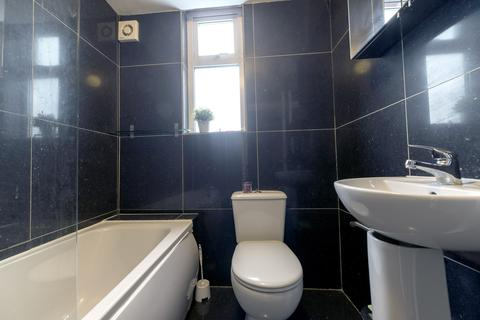 8 bedroom terraced house to rent - Albion Road  M14